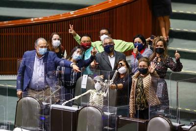 Entre protestas, diputados discuten el PEF 2021