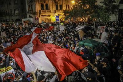 Se viven diversas manifestaciones en Perú en rechazo al gobierno de Manuel Merino