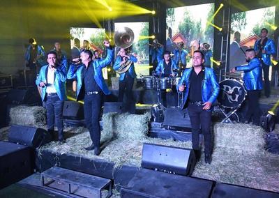 La agrupación de la Comarca Lagunera se encuentra de manteles largos porque ayer presentó su disco, de nombre Amor prohibido, en un evento que fue transmitido vía Facebook.
