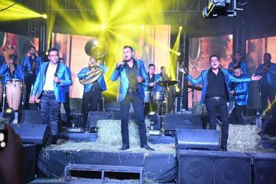 En entrevista con El Siglo de Torreón, Héctor comentó que el material se conforma de 12 melodías, entre covers y nuevas.