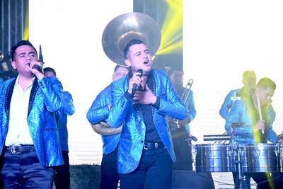 En mayo pasado, la banda se hizo viral porque a manera de tributo a los trabajadores de la salud tocaron en el exterior de la Clínica 46 del Instituto Mexicano del Seguro Social, ubicada en Gómez Palacio. Al respecto, Héctor comentó que fue una iniciativa de uno de sus vocalistas, Eder Vargas.