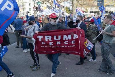 Protestan a favor de Donald Trump en Washington