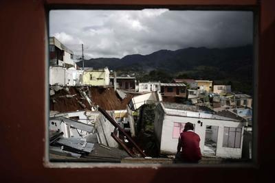Hundimiento destruye más de 30 casas en Costa Rica
