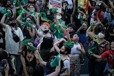 Argentina, el país natal del papa Francisco, penaliza a las mujeres y a quienes las ayuden a practicarse un aborto. Las únicas excepciones que contempla la ley son en caso de violación o riesgo para la salud de la madre.