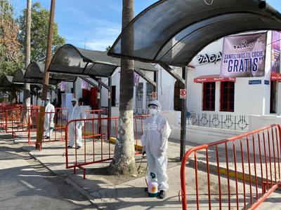 Destaca lagunero que ofrece sanitización gratuita de autos