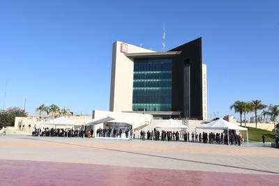 El evento inició en punto de las 09:00 horas en la explanada de la Plaza Mayor, ahí se colocó un escenario para las autoridades municipales y militares, mismas que se encargaron de la logística cívica para el izamiento de la bandera monumental, así como de los honores correspondientes.