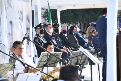 'Normalmente se invita a escuelas, se invita pues a un mayor número de gente y desde luego el desfile tradicional del 20 de noviembre que por razones obvias este año no se va a llevar a cabo, como muchos otros eventos masivos, grupales, pero con mucho respeto hacemos está conmemoración para recordar fechas importantes en la historia de México, como es el inicio de la Revolución Mexicana', señaló el alcalde Jorge Zermeño al finalizar el evento.