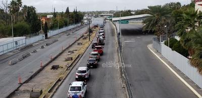 Paisanos llegan a México. Pese a la pandemia del nuevo coronavirus y las restricciones de viajes no esenciales, connacionales decidieron viajar a México y esperar varias horas para cruzar la frontera.