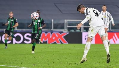 Dinámica que se acentuó en la segunda mitad, en la que el Juventus tuvo la ocasión de dar la vuelta al tanteador con un remate a los 60 minutos de Federico Bernardeschi que se estrelló en un poste.