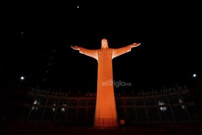 Torreón se ilumina de naranja contra violencia hacia las mujeres