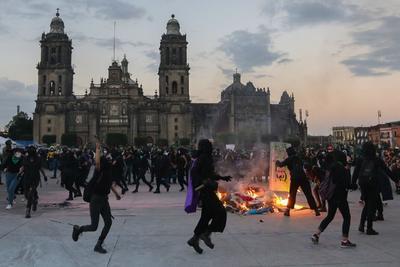 Registran destrozos durante marcha contra violencia de género en CDMX