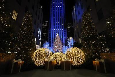 Encienden luces del árbol de Navidad del Rockefeller Center en Nueva York