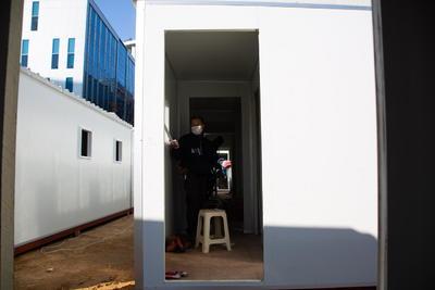 Construyen refugios temporales para pacientes COVID en Corea del Sur
