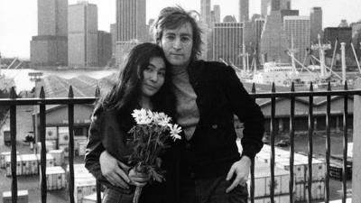 Frente a unas 100 personas que cantan y bailan al ritmo de canciones de los Beatles como 'Dear Prudence' o himnos de Lennon como 'New York City', Muñiz, que también se dedica a la canción, explica que en territorio estadounidense, se consideraba al de Liverpool como parte de la monarquía.