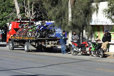 Las acciones para regularizar el tránsito de motociclistas han generado ya diversas reacciones de parte de ese gremio, quienes incluso realizaron durante el domingo una manifestación en la Plaza Mayor de Torreón, específicamente por la prohibición que se las ha impuesto para circular por los carriles centrales del periférico.