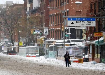 Las escuelas neoyorquinas permanecían cerradas este jueves, con todos los estudiantes en clases remotas, pero se esperaba que pudiesen reabrir el viernes, según indicó De Blasio en una conferencia de prensa.