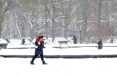 El mal tiempo afectó a los transportes en toda la zona, con más de 1,700 vuelos cancelados durante el jueves en Estados Unidos, según el portal de tráfico aéreo Flightaware, y con limitaciones en el número de trenes que conectan varias grandes urbes y sus suburbios.