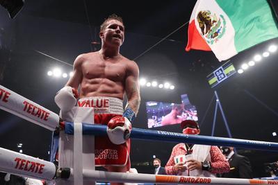 Saúl 'Canelo' Álvarez derrota con facilidad a Callum Smith