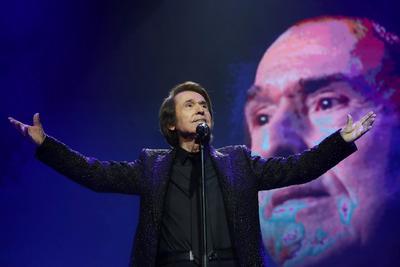 Raphael genera polémica por concierto con 5 mil asistentes
