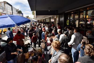 Se olvidan del COVID-19 y abarrotan el centro de Torreón, Gómez Palacio y Lerdo por compras navideñas
