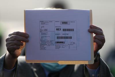 El canciller mexicano, Marcelo Ebrard, encargado de la compra de vacunas al exterior, había anunciado en la víspera que el primer cargamento ya había partido desde Bélgica hacia México.