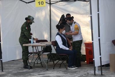 Arrancó esta mañana la primera etapa de vacunación contra el COVID-19 en el país, misma que fue transmitida en vivo durante la conferencia matutina del presidente de la República, Andrés Manuel López Obrador.