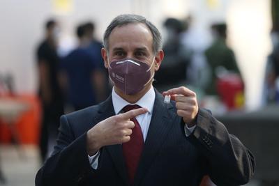 Durante el inicio de la vacunación, estuvo presente el subsecretario de Salud, Hugo López-Gatell.