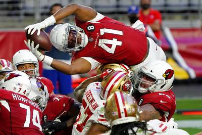 Beathard y 49ers frenan a Cardinals en su lucha por playoffs
