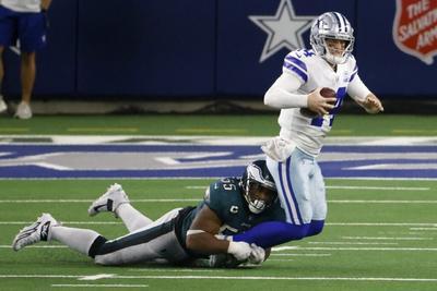 Cowboys triunfan ante Eagles y se mantienen en la contienda