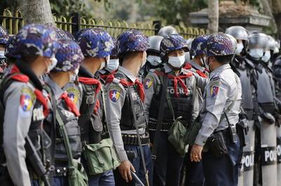 Protestan contra el golpe militar en Myanmar
