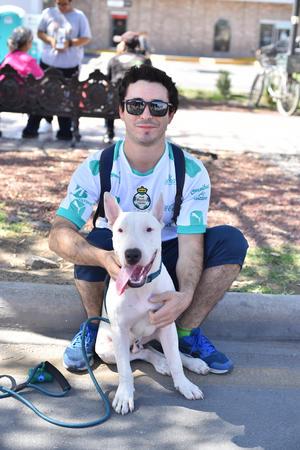 18022021 Daniel Mijares y su perro.