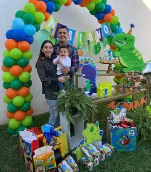 19022021 El pequeño Mariano celebró su cumpleaños al lado de sus padres Arturo y Alicia.