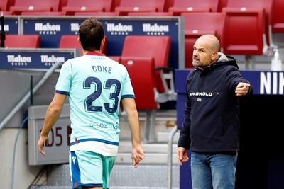José Luis Morales y Jorge de Frutos facturaron el sábado las dianas con las que el conjunto valenciano le propinó un duro descalabro de 2-0 a los colchoneros, que sufrieron apenas su segundo revés en La Liga española.