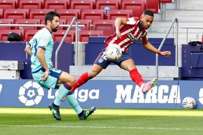 El uruguayo Luis Suárez, líder de goleo con 16 dianas, estrelló un cobro de tiro libre que apenas fue desviado por Cárdenas a los 57. Poco después el portero, quien disputó apenas su segundo duelo de liga en el curso, contuvo un remate del portugués Joao Félix cuando iba a gol.