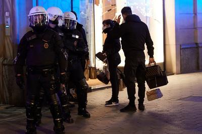 Protestan por sexto día contra prisión del rapero Pablo Hasel  en España