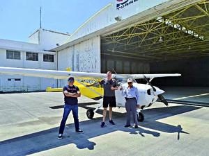 21022021 Señor José Ventura Ríos, con su hijo y amigo ing. polaco canadiense Stan Stret, en vuelo para ir a ver y fotografiar dese el aire paneles solares en Ceballos Durango.