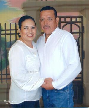 21022021 El Lic. Francisco Rios y la Lic. Socorro Cardiel, un año más festejando el 14 de febrero.
