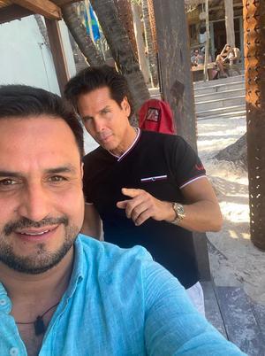 26022021 Jorge Mata en un viaje de negocios con Roberto Palazuelos.