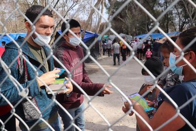 Migrantes varados en México cruzan desde tres ciudades a EUA