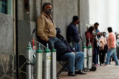 En este año la pandemia ha arrasado con las vidas de muchísimos mexicanos porque quien no ha padecido la enfermedad, ha perdido a un familiar o a un amigo, o engrosa las abultadas filas de la pobreza.