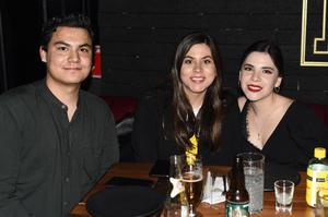 04032021 Francisco Garza, Victoria Mendoza y Melisa Ortiz.
