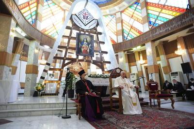Papa Francisco llega a Irak en una visita histórica de tres días