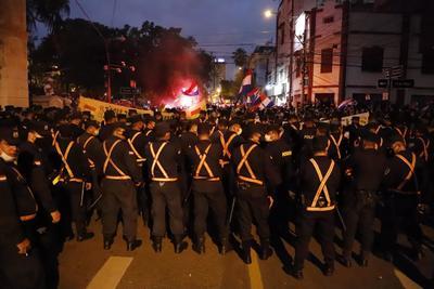 Protestan contra gestión de pandemia en Paraguay