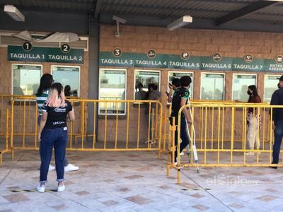 Aficionados regresan al  Estadio Corona para el partido de Santos vs Necaxa