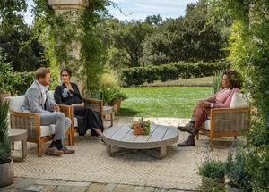 08032021 ENTREVISTA.  La charla tuvo lugar en el jardín de la conductora, Oprah Winfrey.