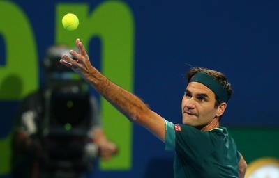 El suizo Roger Federer volvió a competir este miércoles, 405 días después, en el torneo de Doha, donde se batió en el cemento durante más de dos horas y derrotó al británico Daniel Evans por 7-6 (8), 3-6 y 7-5.