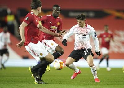 Milan sustrae agónico empate ante Manchester United en octavos de la Europa League