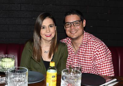 """Jaime y Cristy. Gozan fin de semana en un restaurante, bajo la premisa de """"cocina expuesta"""""""