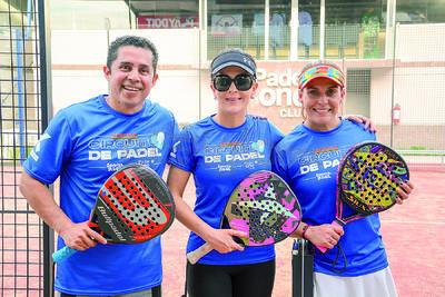 Gandhi, Iliana y Fabiola. Inicia el torneo Sonrisa Azul en las instalaciones del Pádel One Club.