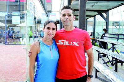 Laura y José. Inicia el torneo Sonrisa Azul en las instalaciones del Pádel One Club.